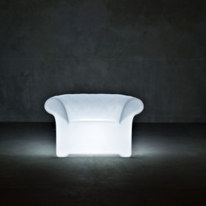 SIRCHESTER ARMCHAIR with Light